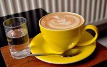 Зачем к кофе подают воду?