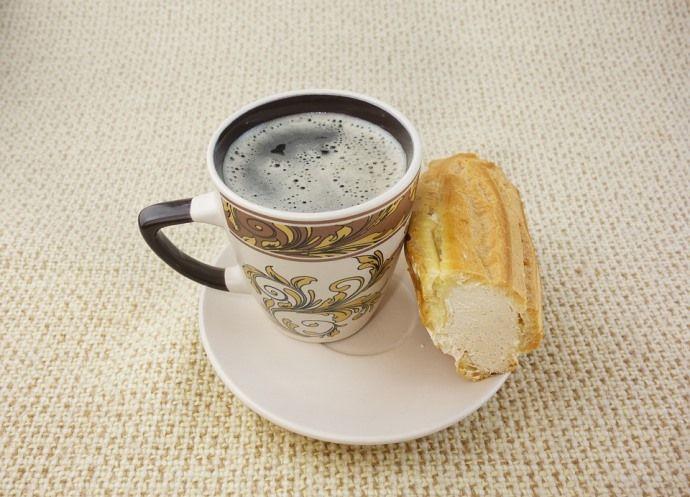 кофе с эклером