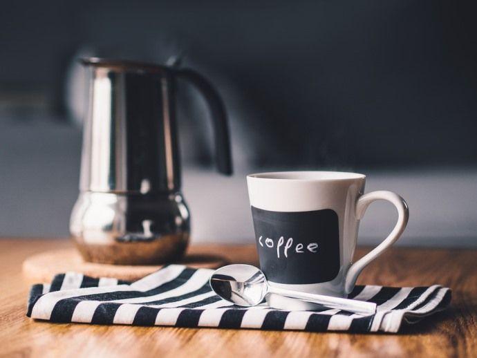 чашка кофе и кофейник