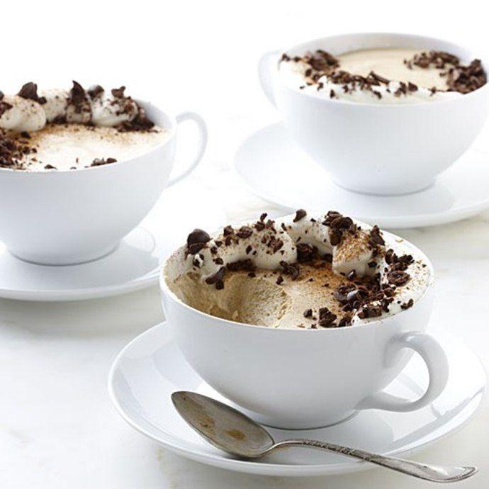 три чашки с кофейным десертом