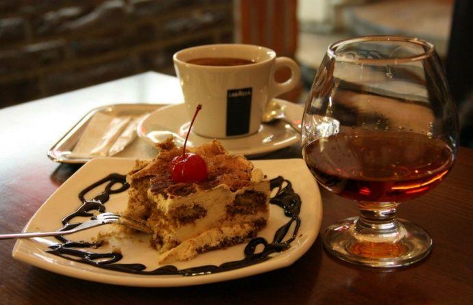 кофе с коньяком и торт
