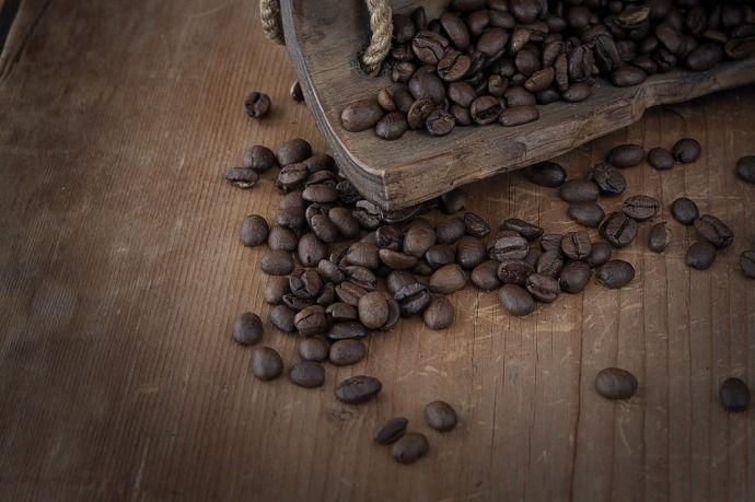 кофейные зерна сильной обжарки