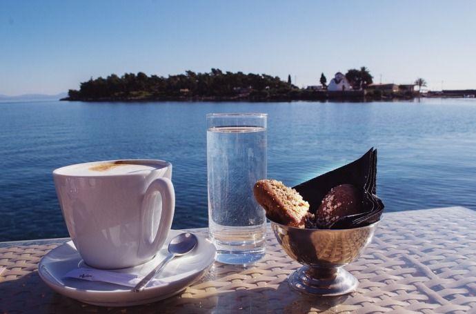утренний кофе в Греции
