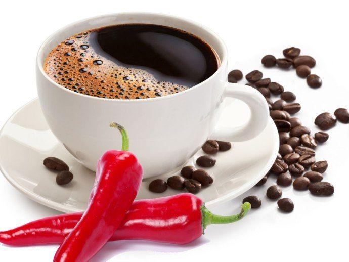 чашка кофе и перец чили