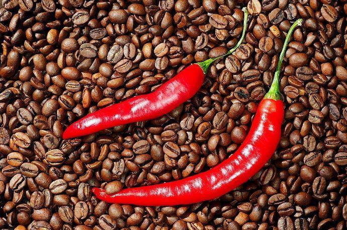 кофе и красный перец
