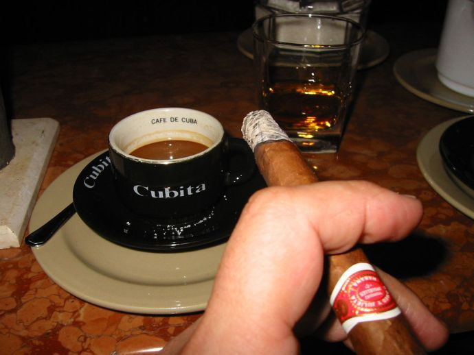 кофе с ромом и сигарой