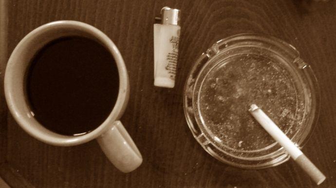 кофе, сигарета, зажигалка