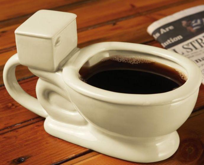 чашка кофе в виде унитаза
