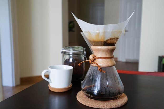 заваривание кофе в пуровере