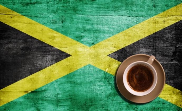 Ямайский флаг и чашка кофе